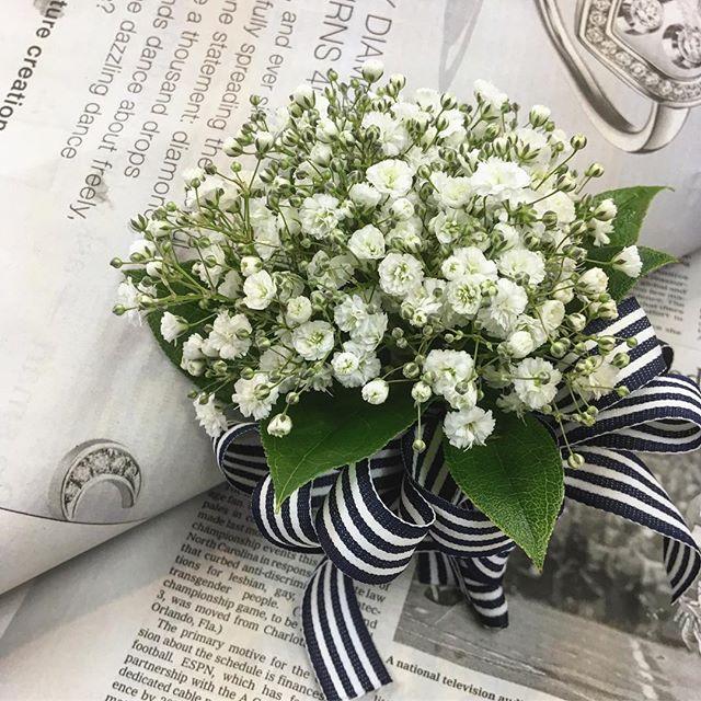 こちらはブートニア。明日の新郎さまへ。会場もかすみ草で飾ります♡#蔵前こめて #kuramae ##kuramae #ブートニア #結婚式